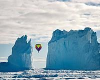 Canada, balon intre iceberguri