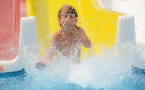 8 piscine in Bucuresti, pentru o zi cu copiii la soare